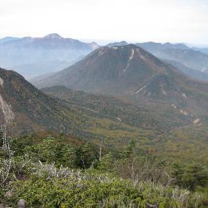 女峰山縦走路から眺める太郎山