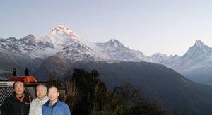 仲間とタダパニからアンナプルナ南峰